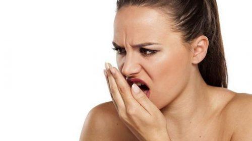 Cara Mudah Untuk Menghilangkan Bau Mulut Saat Bangun
