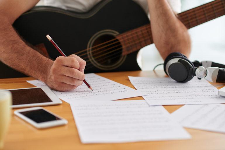 4 Tips Dalam Membuat Lirik Lagu - ZonaBerita.net